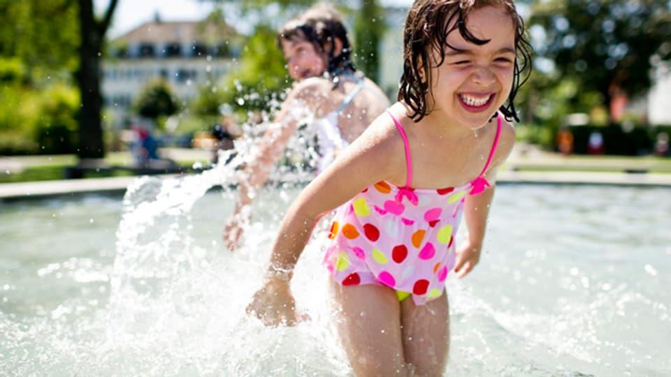 Egal ob Sommerkind oder nicht. Planschen macht jedes Kind glücklich.