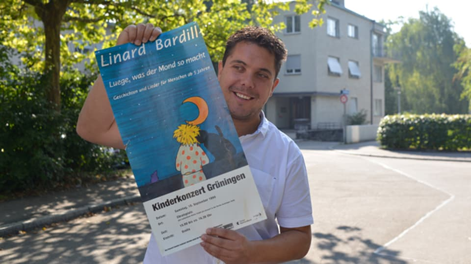 Input-Macher Alexander Blunschi mit dem Plakat des Konzerts, das als Vorläufer der heutigen Kinderfestivals gilt.