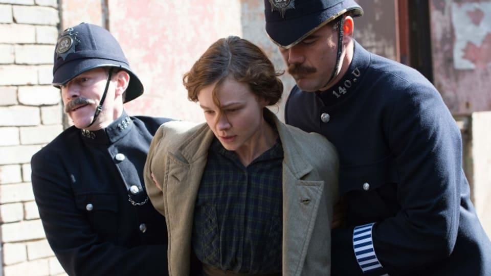 Maud Watts (Carey Mulligan) wird verhaftet.