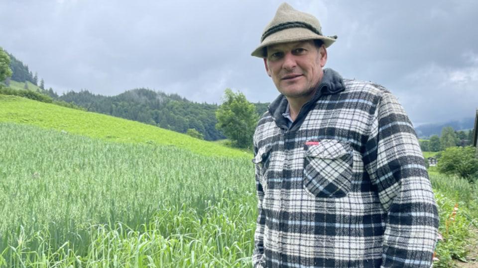 Bauer Köbi Knaus in seinem Element: Seinem Feld