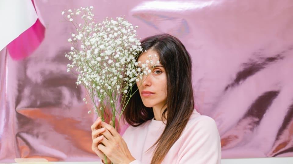 Mit Blüemli und neuer Musik im punkt CH: Nadine Carina