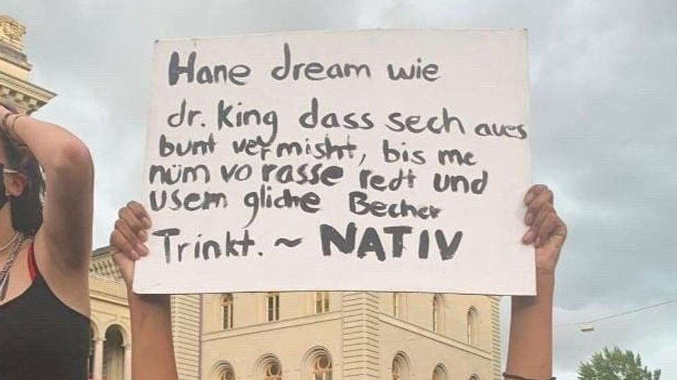 Nativ-Lyrics auf den Schildern der Black Lives Matter-Protesten
