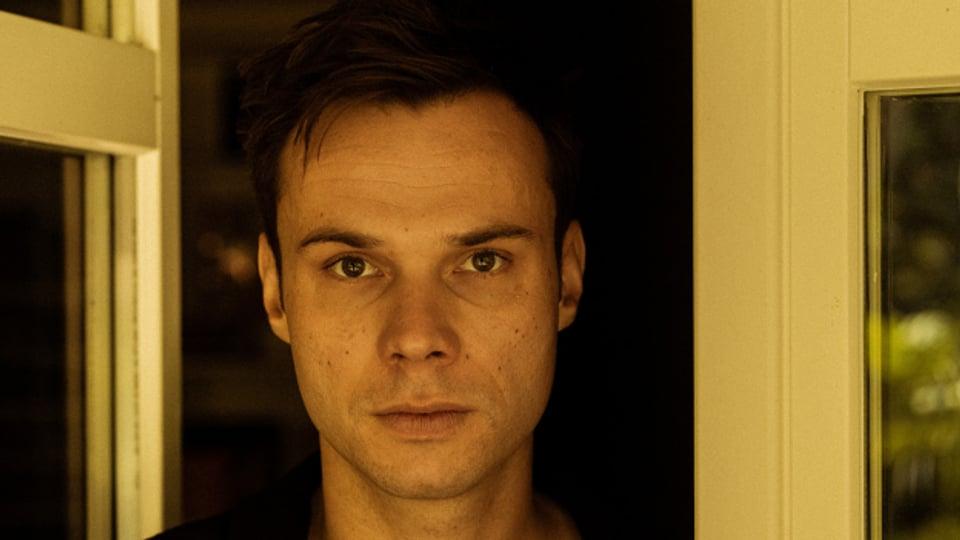 NOTI gibt es jetzt auch solo: Seine Debut-EP «Easing» erscheint Anfang Oktober.