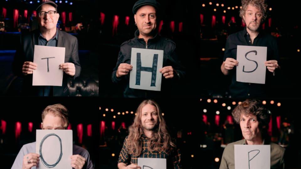 The Hold Steady und ihre «Open Door Policy»: Unser heutiger Interviewpartner, Sänger und Texter Craig Finn, ist oben links