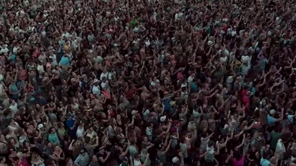 Die Walliser feierten am Open Air Gampel – im Bild das Publikum beim Konzert von Lo & Leduc