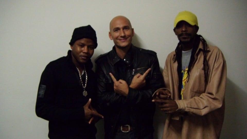 Terry Linen (links) im Bild im Oktober 2010 mit Reggae Special-Macher Lukie Wyniger (mitte)