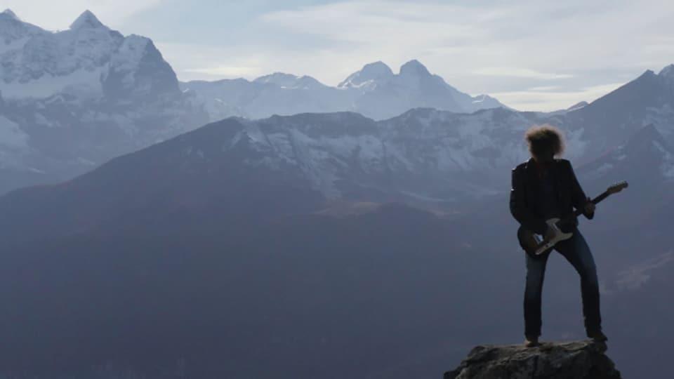 Luke Gasser vor dem Obwaldner Alpenpanorama