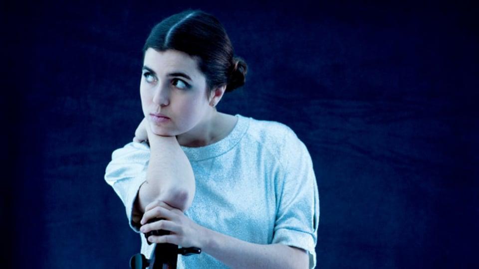 Dom La Nena singt auf Portugiesisch, Spanisch und Französisch, aber auch mit ihrem Cello.