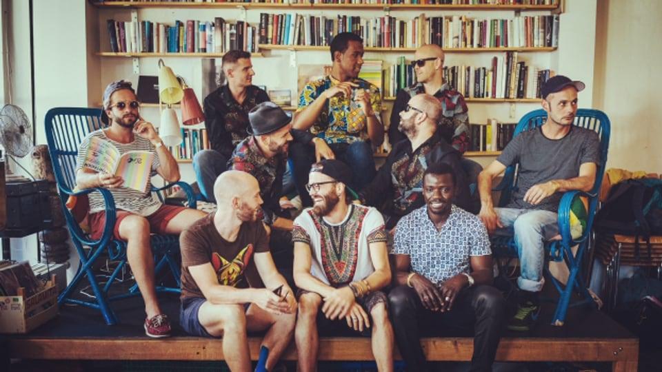 Die zehnköpfige Band Nkonsonkonson Star Band feiert im World Music Special ihren ausgebremsten Release des Albums «How to Swim» mit einer Live-Session nach.