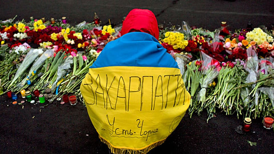 An einer Gedenkstätte für die Toten der blutigen Zusammenstösse auf dem Maidan in der ukrainischen Hauptstadt Kiew.