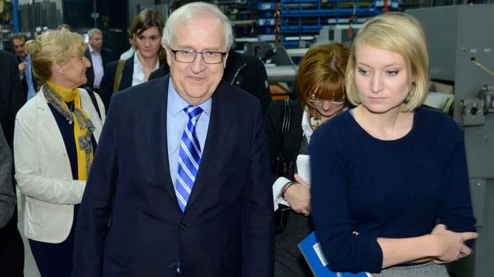 Der FDP-Fraktionsvorsitzende Rainer Brüderle und Stern-Reporterin Laura Himmelreich am 10. Januar 2013. Brüderle geriet Ende Januar 2013 unter Druck, nach dem Himmelreich ihm vorwarf, unangebrachte, sexistische Bemerkungen gemacht zu haben.