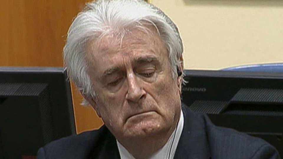 Der bosnisch-serbische Kriegsführer Radovan Karadzic im Gerichtssaal beim Internationalen Strafgerichtshof in Den Haag am 24. März 2016.