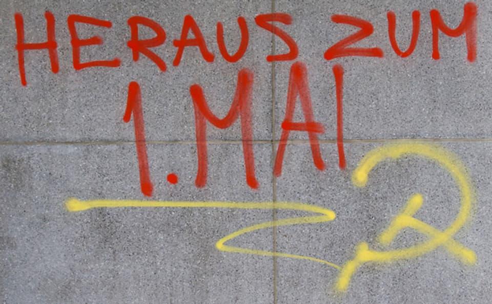 Ein gesprayter Slogan in Basel zum ersten Mai