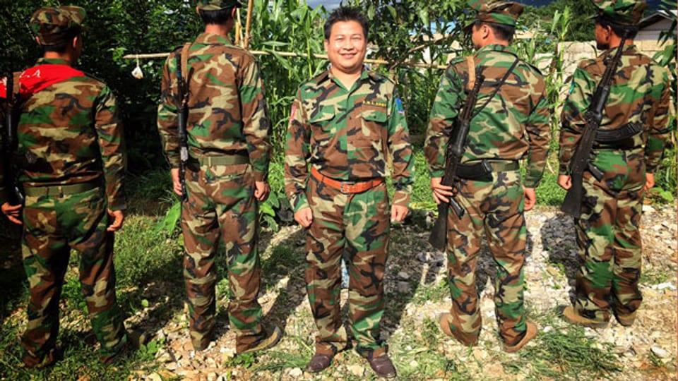 In Teilen Burmas herrscht Bürgerkrieg. Rebellen kämpfen für mehr Autonomie, gegen die Armee und gegen andere Rebellengruppen. Im Bild: Mitglieder der Rebellengruppe TNLA im nördlichen Teil des Landes.