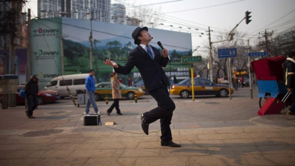 Geht auch im Freien: Karaoke in Peking.