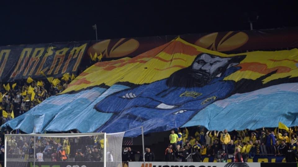 Maccabi Tel Aviv Fans feiern Theodor Herzl: den Gründervater des Zionismus.