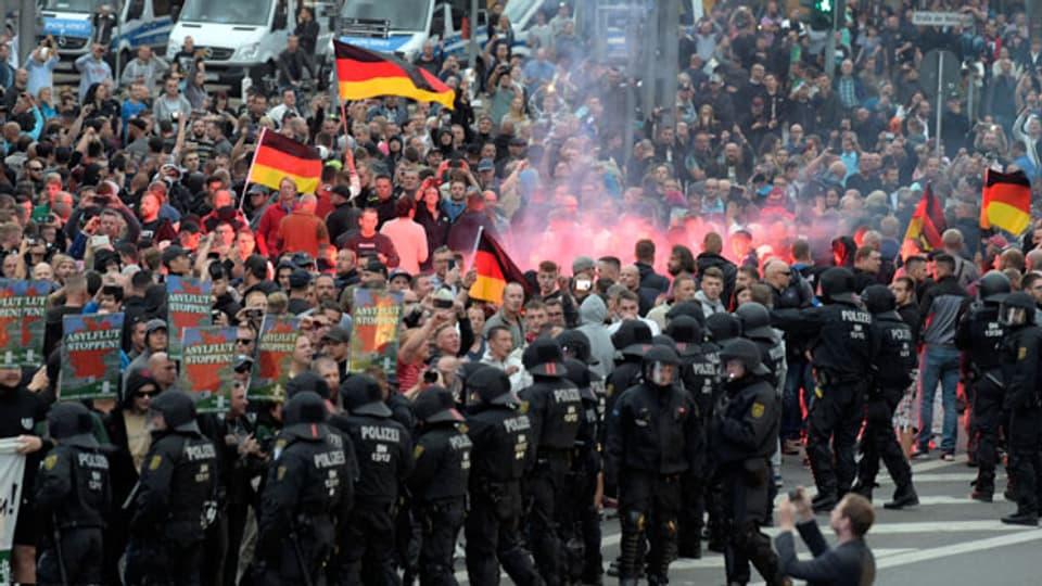 Randalierende in Chemnitz im deutschen Bundesland Sachsen am 27. August 2018.