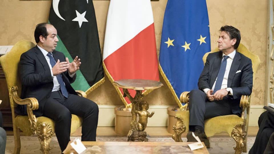 Der italienische Premierminister Giuseppe Conte (re) und Ahmed Miitig (li), stellvertretender Premierminister und Vizepräsident von Libyen bei einem Treffen in Rom.