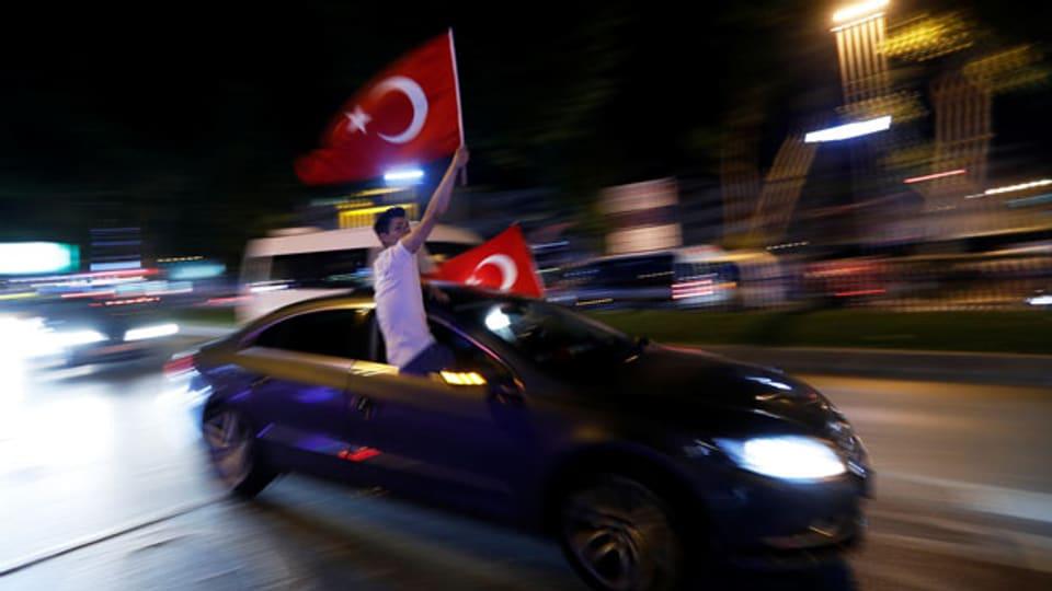 Freude über die Wahl von Ekrem Imamoglu als Bürgermeister von Istanbul.