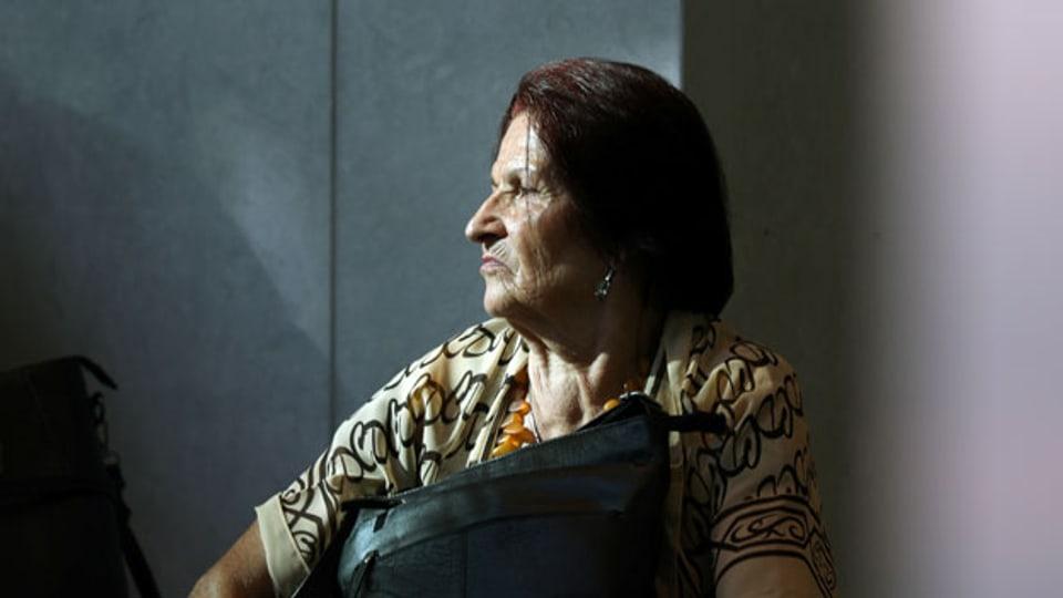Ein Mitglied des Vereins «Mütter von Srebrenica» wartet während des Urteils über die Klage von Angehörigen der Opfer des Massakers von Srebrenica 1995 vor dem niederländischen Obersten Gerichtshof in Den Haag, Niederlande, 19. Juli 2019.