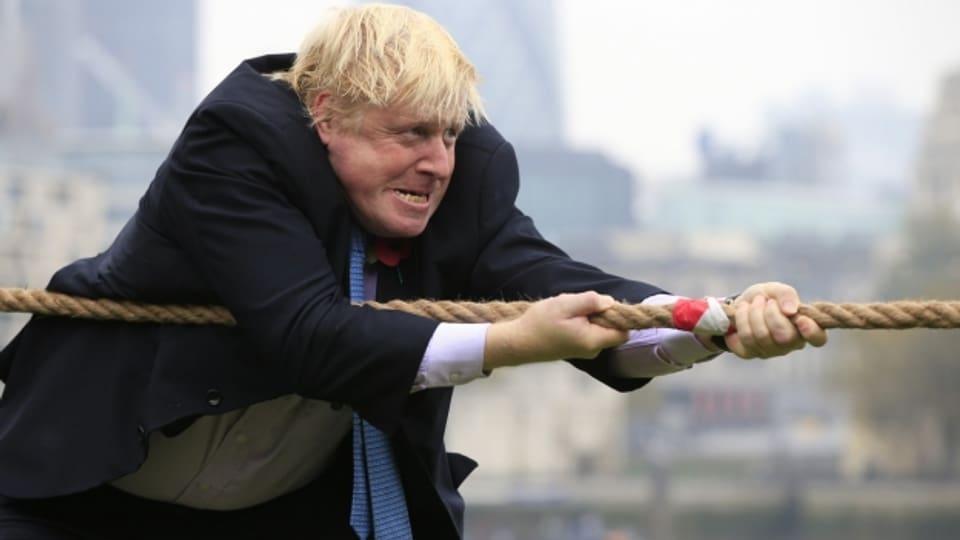 Damals noch Bürgermeister von London: Boris Johnson im Jahr 2015 während eines Tauwettbewerbs. Das Bild passt zur aktuellen politischen Lage in Grossbritannien. Das britische Unterhaus macht den Brexit-Plänen von Premierminister Boris Johnson einen Strich durch die Rechnung. Premierminister Johnson spricht von einem Sabotageakt.