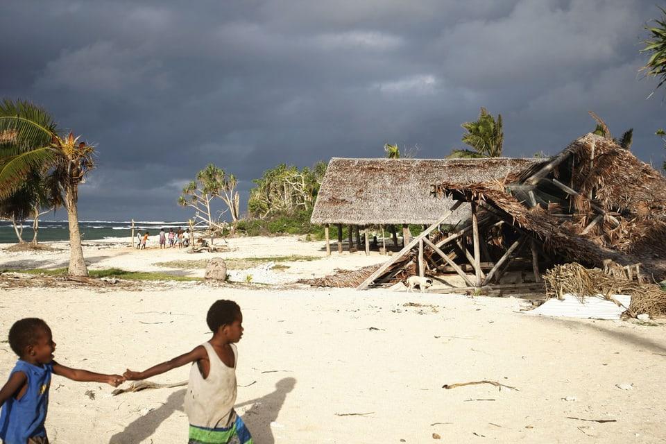 Zerstörung auf Vanuatu nach Wirbelsturm.