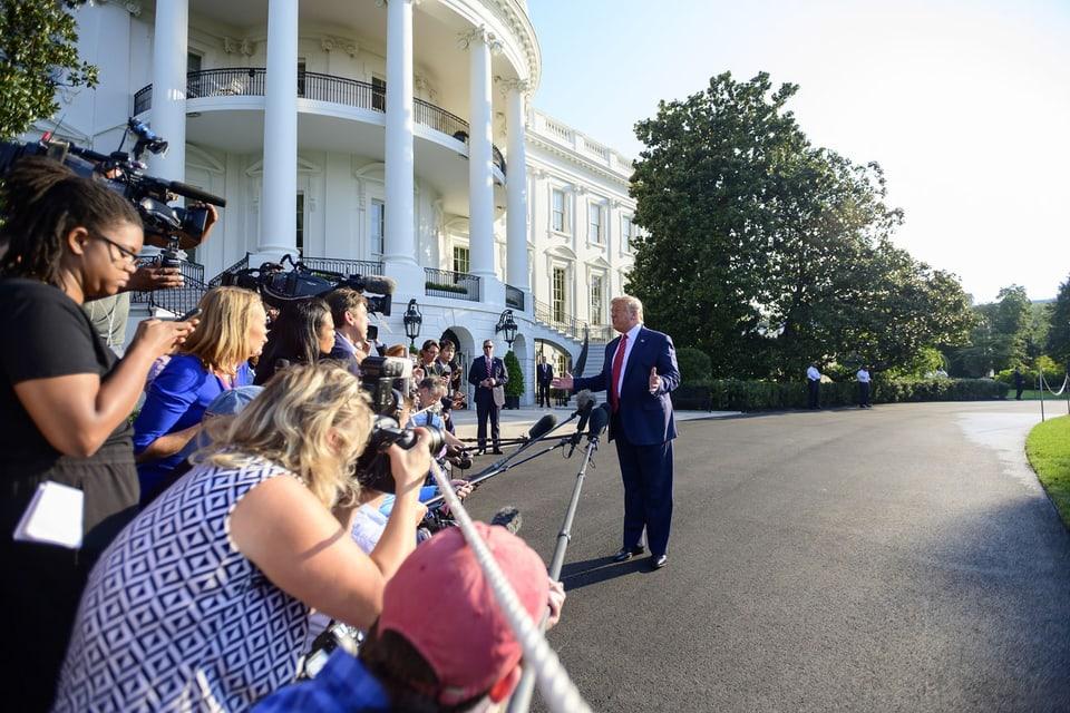 US-Präsident Donald Trump spricht zu den Medien.