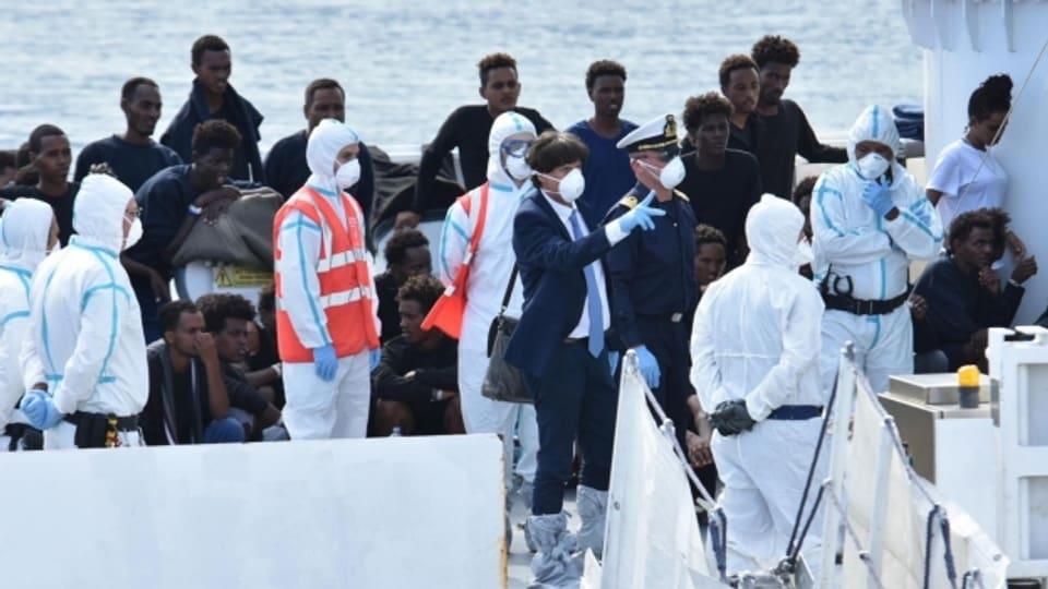 Vier EU-Länder haben sich auf eine Übergangslösung für die Verteilung von Bootsflüchtlingen geeinigt.