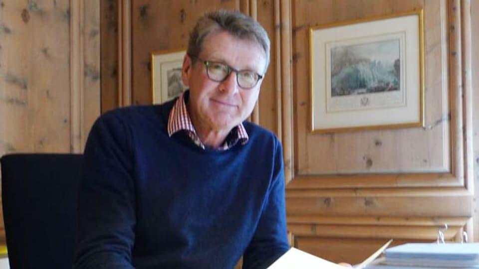 Heinrich Haller in seinem Büro in Zernez.