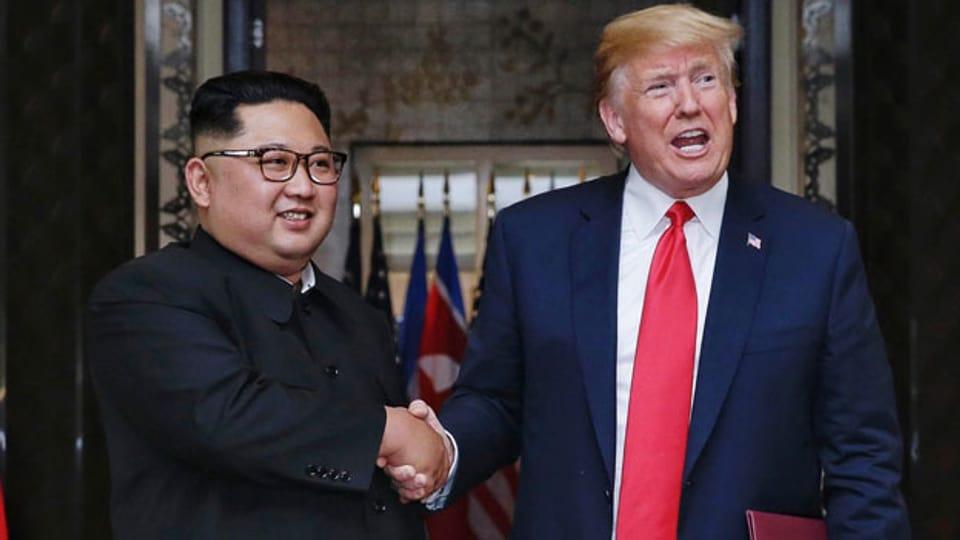 US-Präsident Donald Trump (rechts) und Nordkoreas Machthaber Kim Jong-un am 12. Juni 2018 in Singapur.