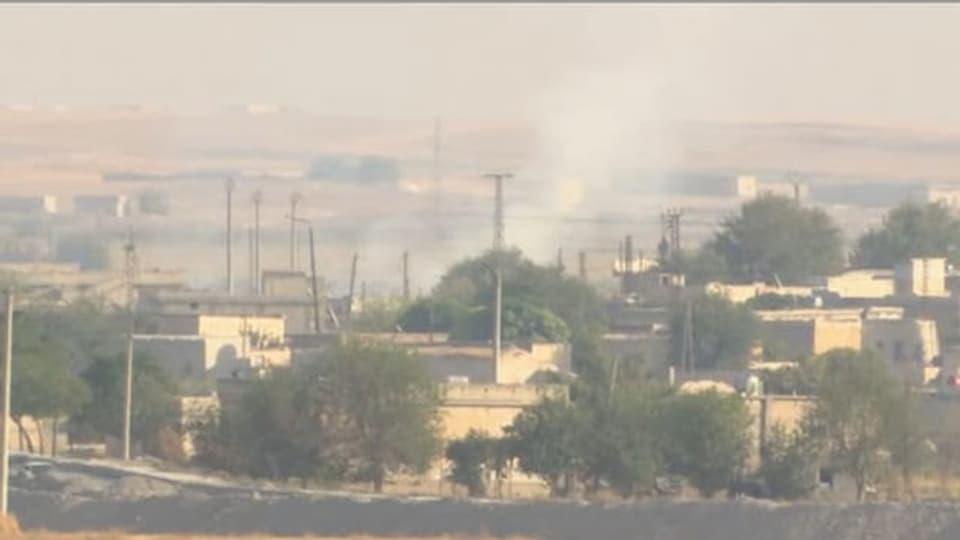 Rauchschwaden über der syrischen Grenzstadt Ras al-Ain.