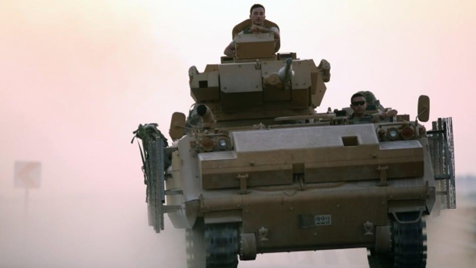 Nach Luftangriffen ist in Syrien auch eine Bodenoffensive der türkische Armee angelaufen.