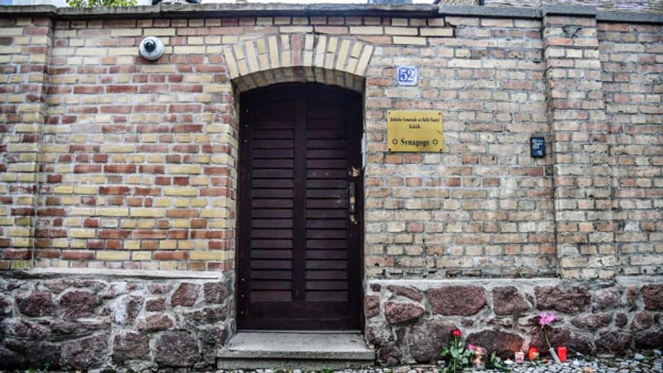 Aussenansicht am Eingang der Synagoge in Halle Saale. Hier wurden am Mittwoch zwei Personen getötet und zwei verletzt.