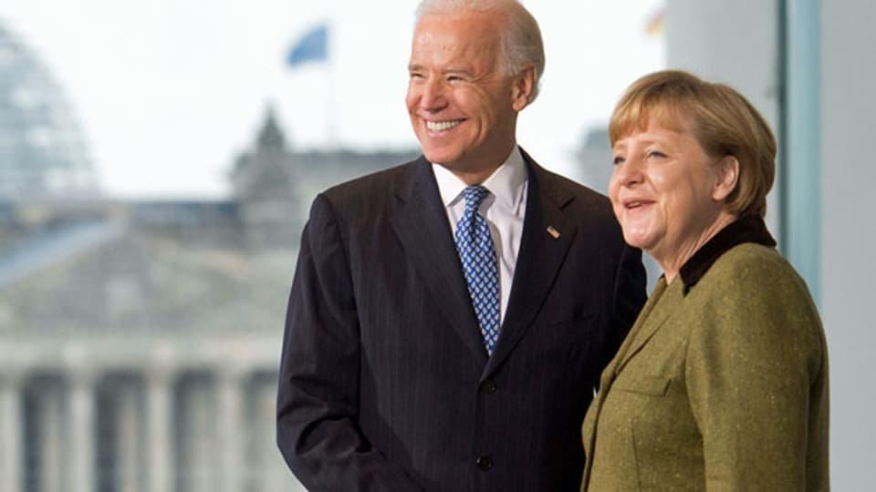 Berlin: Bundeskanzlerin Angela Merkel (CDU) empfängt im Kanzleramt den damaligen US-Vizepräsidenten Joe Biden. Archivaufnahme vom Februar 2013.