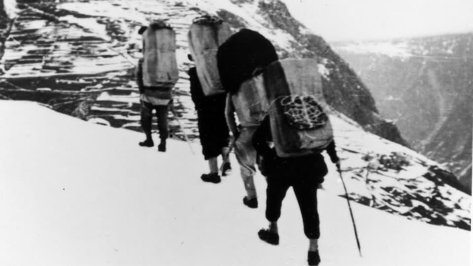 Vier Schmuggler auf ihrem gefährlichen Weg in Richtung Italien.