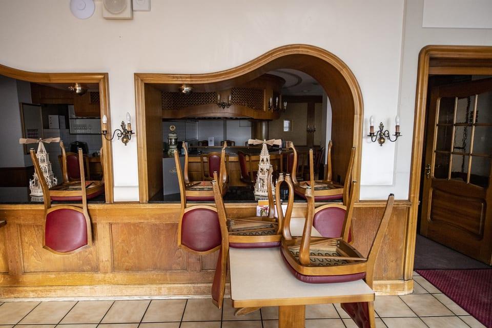 Auch das Café Haug im Dorfzentrum von Schwyz ist geschlossen.