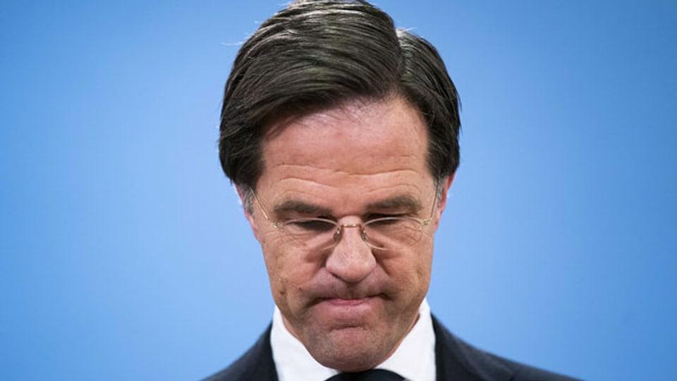 Der zurücktretende niederländische Ministerpräsident Mark Rutte während der Pressekonferenz in Den Haag, Niederlande, am 15. Januar 2021.