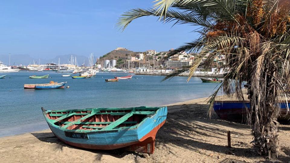 Wenn im Hafen von Mindelo gerade keine Schiffe haltmachen, bleibt viel Zeit für Musik und Literatur.