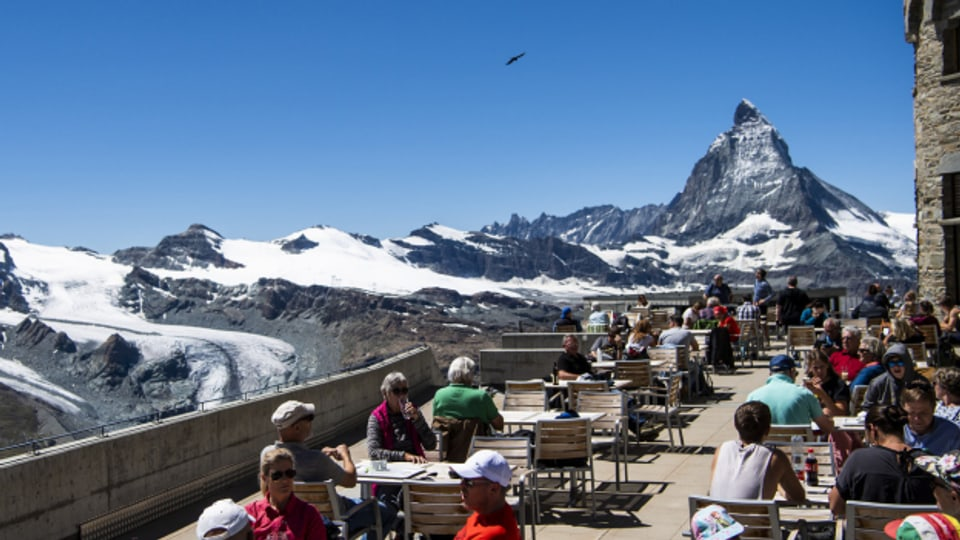 Plötzlich diese Übersicht: Terrasse auf dem Gornergrat mit Blick aufs Matterhorn.