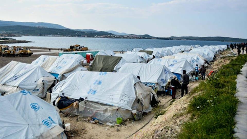 Alltag im Flüchtlingslager Karatepe auf der nordöstlichen Ägäis-Insel Lesbos. Symbolbild.