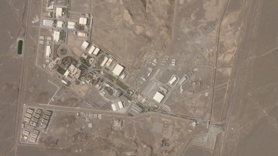 Die iranischen Behörden meldeten am Wochenende, auf die wichtigsten Atomanlage sei am Wochenende ein Sabotageakt verübt worden.  Dahinter stecke Israel, berichtet nun öffentliche Radio in Jerusalem.