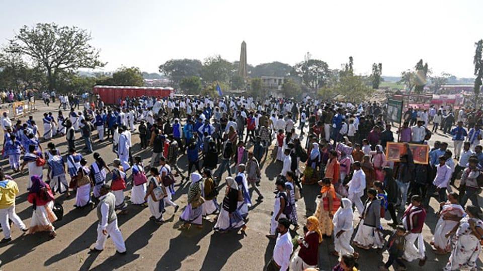 Protest der untersten Kaste beim Obelisk von Koregoan: Stören die Dalits die gesellschaftliche Ordnung?