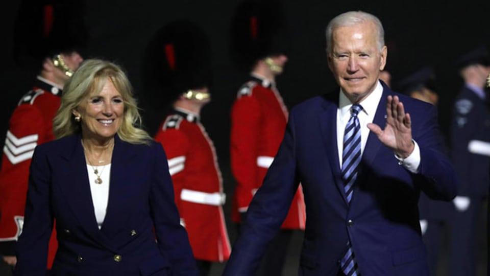 US-Präsident Joe Biden und seine Frau Jill kommen in Cornwall zum G7-Gipfel an.