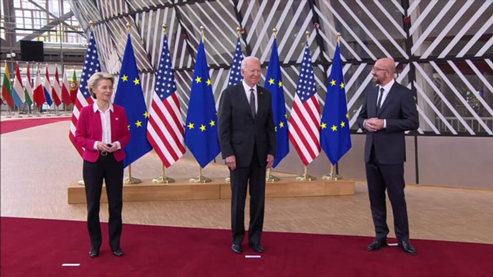 US-Präsident Joe Biden (Mitte), zusammen mit Ursula von der Leyen, Präsidentin der EU-Kommission und Charles Michel, Präsident des EU-Rates.
