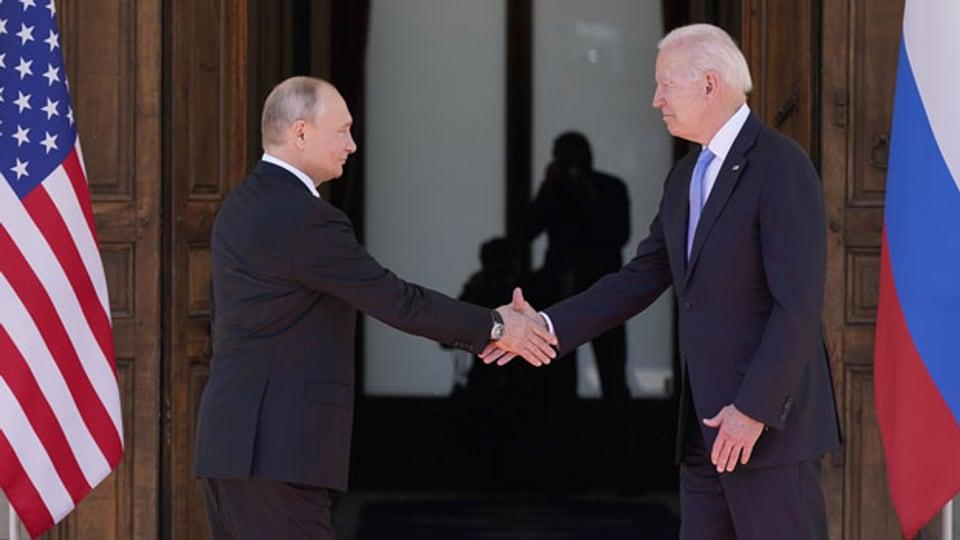 Präsident Joe Biden (rechts) und der russische Präsident Wladimir Putin treffen sich am Mittwoch, 16. Juni 2021, in Genf, Schweiz, in der «Villa la Grange».