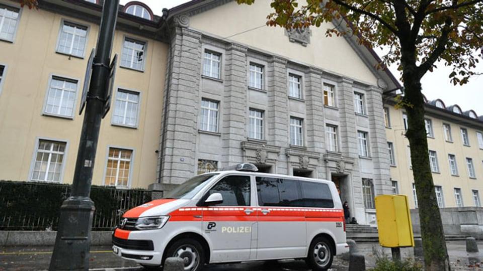 Das Zürcher Bezirksgericht am Mittwoch, 30. Oktober 2019. In Zürich steht heute Mittwoch einmal mehr der junge Straftäter Brian, bekannt geworden unter dem Namen Carlos, vor Gericht.
