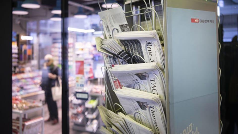 Symbolbild. Zeitungen an einem Kiosk.