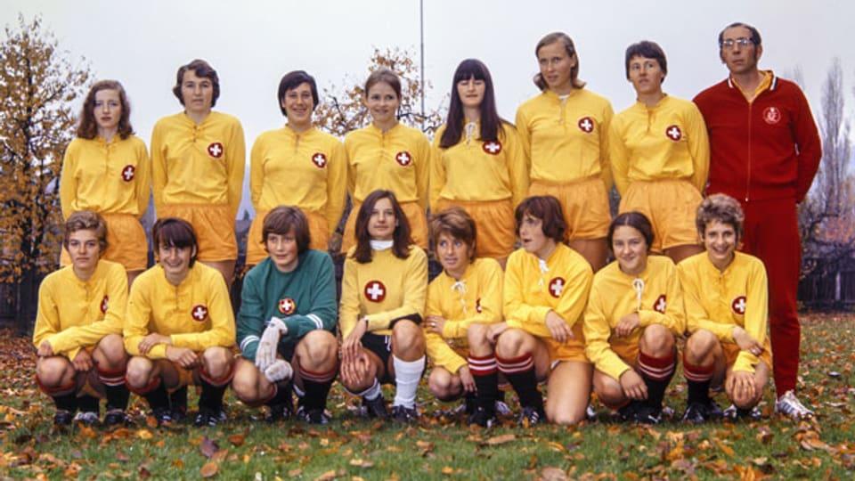 Das Team der Schweizerinnen im Länderspiel gegen Österreich im November 1970 in Schaffhausen.