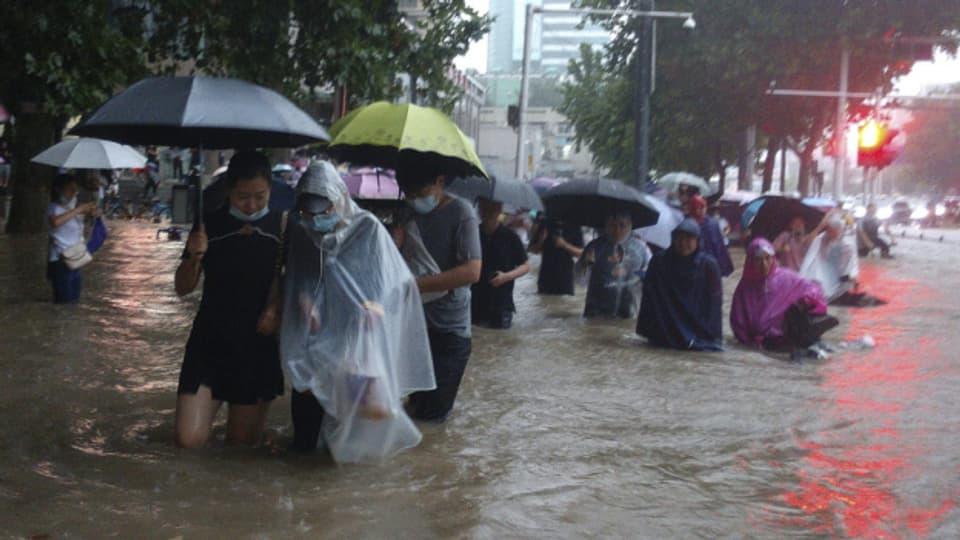 In Zentralchina ist es nach heftigen Niederschlägen zu Überschwemmungen gekommen.