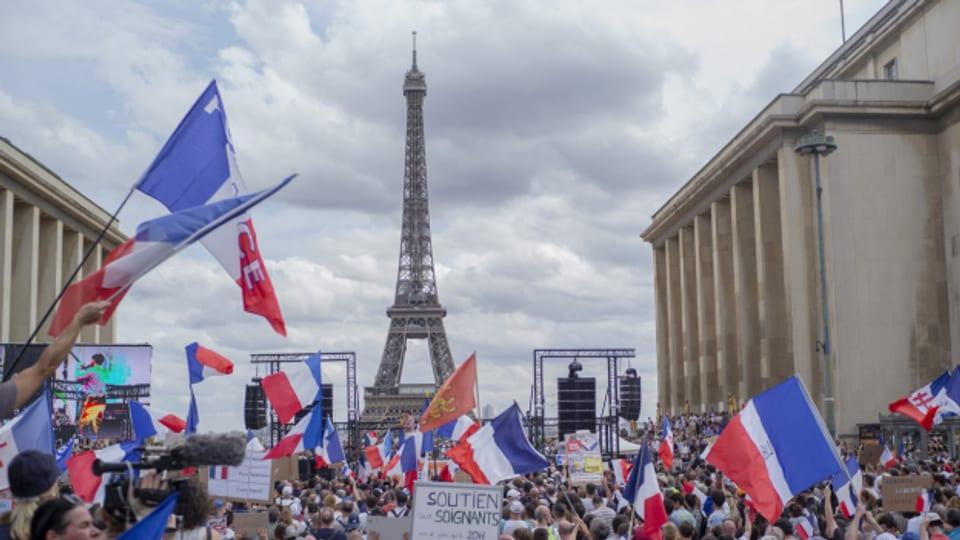Am Wochenende gingen in Paris Zehntausende Menschen aus Protest gegen die geplanten Massnahmen auf die Strasse.